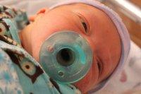 niemowlę ze smoczkiem